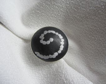 ring cabochon round spiral and black polymer clay on adjustable silver metal, black and silver large fancy ring silver
