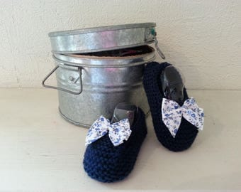 Little feet in 6-9 month Navy blue wool booties raised(enhanced) by a bow - liberty
