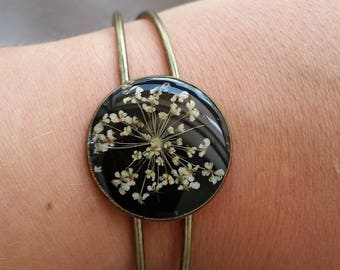Bracelets rigid vintage look base round, resin and dried carrots wild flowers