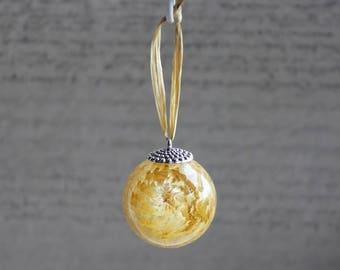 Christmas tree ornament shaped ball/sphere, resin and immortal Ecru