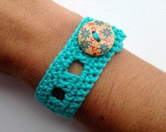 Bracelet with turquoise crochet cotton