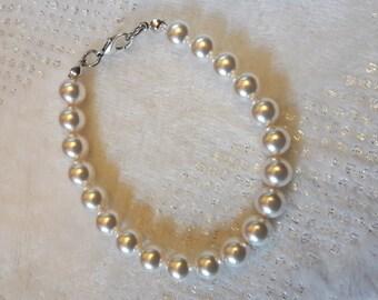 Elegant bracelet mother of Pearl White swarovski pearls