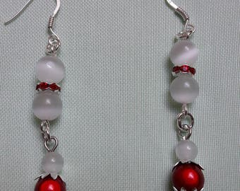 Very chic earrings in red and white