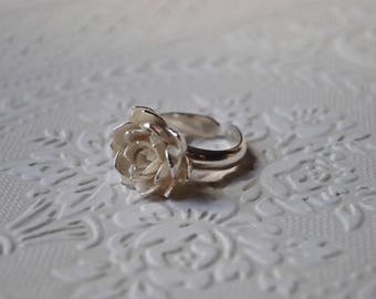 Sterling silver flower ring.