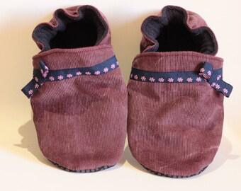 Soft child girl or baby booties * custom *.
