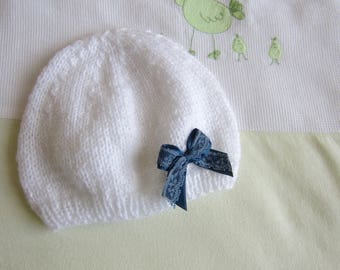 White hat 1 month and blue bow