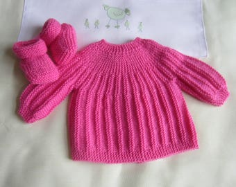 Bra and pink color handmade knit newborn baby shoes