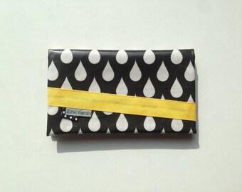 Checkbook holder in oilcloth black drops white