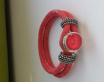 BRACELET WITH A PINK SALMON CABOCHON