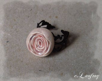 Romantic ring with flower shaped pink ceramic