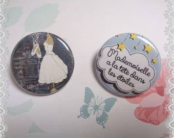 2 badges pins Mademoiselle's head in the stars to adorn your clothes, bags