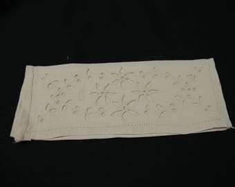 Pouch is linen towel