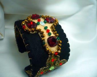 Cuff black baltik, ecru, green, Red