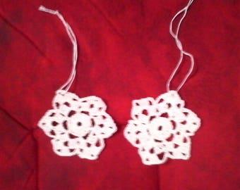 2 small white stars crochet