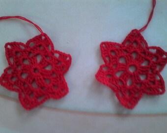 2 small red stars crochet