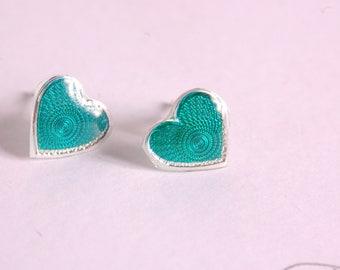 Emerald green heart ear studs