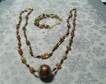 set (necklace and bracelet) chic, stylish (gold, black and red)