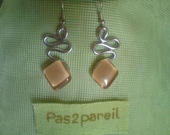 Trendy aluminum and glass piece beige diamond-shaped earrings unique