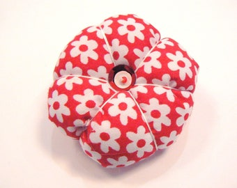 Red and white diamond fabric yoyo brooch 58mm