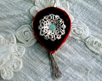 Fur and snowflake pendant: Lucy in the sky with diamonds!