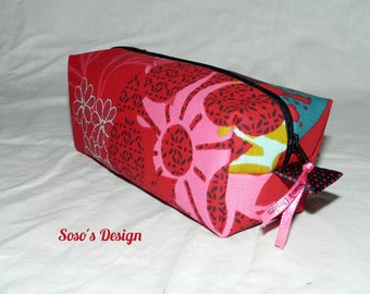 Pouch makeup red patterned black, green, pink