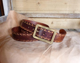 Decorated with dark brown leather belt