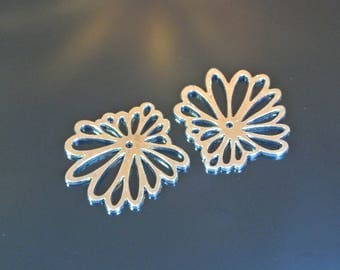 Set of two silver charms flat flower shape, 33 x 33 x 1.5 mm