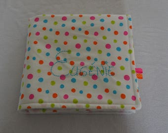Small fleece blanket embroidered with the name of child dots pattern