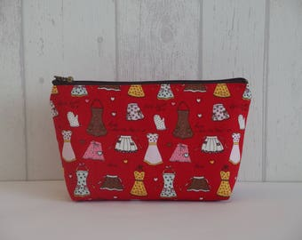 "Pouch pattern ""apron"" of red color"