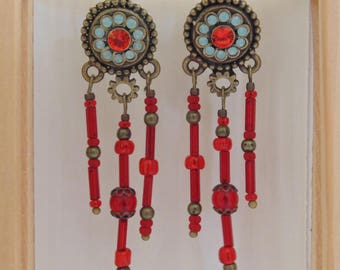 Earrings in bronze and glass beads.