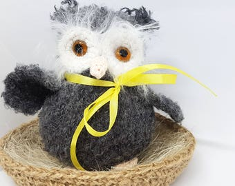 Knitted yarn of an owl