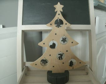 Christmas tree in natural wood and subjects in black wood