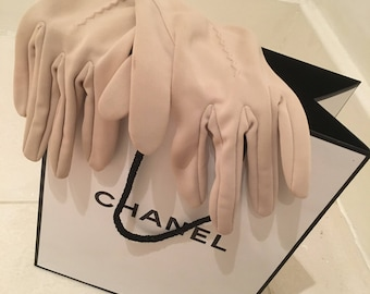 Fabulous true vintage, cream, 1940s/1950s gloves