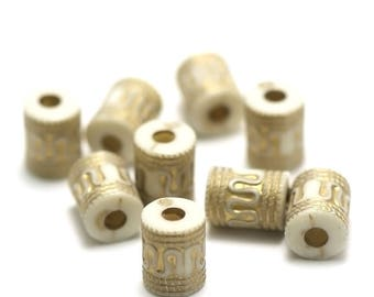 "20 Acrylic beads ""cylinder"" 13 x 10 mm, gold tribal pattern on white background"