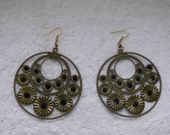 Single earring with bronze and black rhinestones