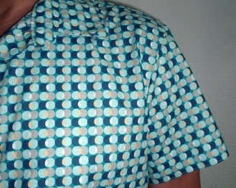 Men's shirt patterned blue 100% cotton in a quality fabric.