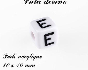 Alphabetical 10 x 10 mm white acrylic bead: letter E (set of 10)