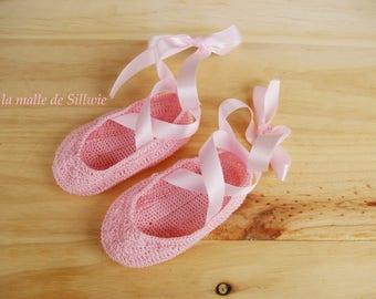 Mini pink decorative ballet shoes