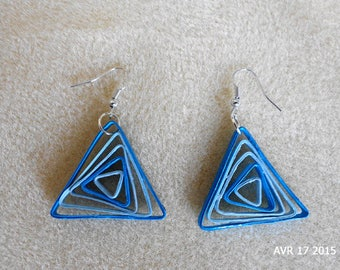 Earrings triangular blue quilling