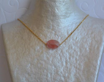 Cushion translucent coral and gold chain necklace