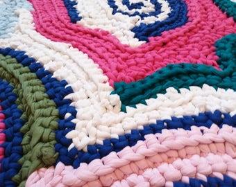 Freeform crochet - T-Shirt Yarn Rug