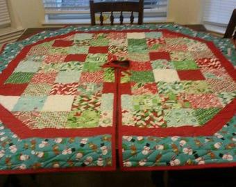 Christmas Tree Skirt with aqua teal border