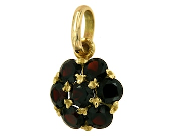 18 kt yellow gold pendant. Almandine Garnets, garnets, and Vintage Charm with Hexagonal Pendant with Garnet, Italian Jewelry gemstone jewelry