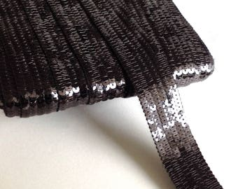 Stripes glitter with black sequins in 6 rows sold has Cup