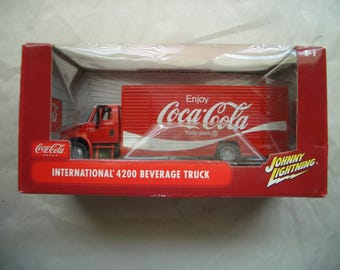 Coca Cola 2004 International 4200 1/24 scale Johnny Lightning