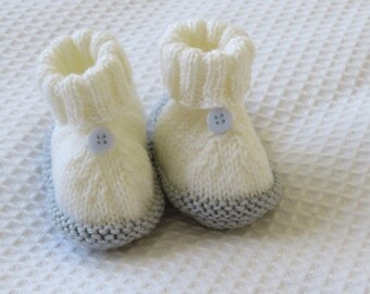 Baby booties- Baby shoes-Baby ugg boots-White and blue booties-Booties 0-3 months