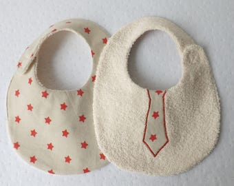 Bib 0-6 months reversible boy tie and star/beige and Red