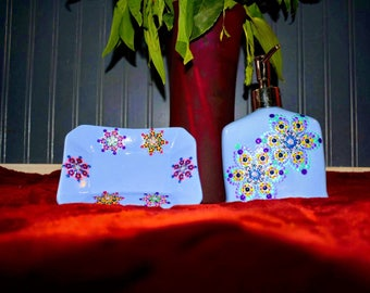 Beautiful hand-painted bathroom   Accessories