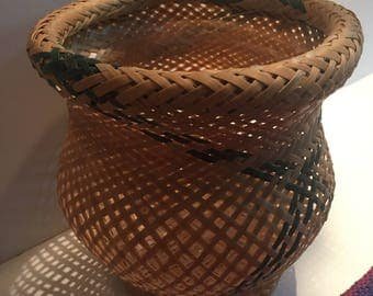 Hand woven baskets from the WARAOS Indians