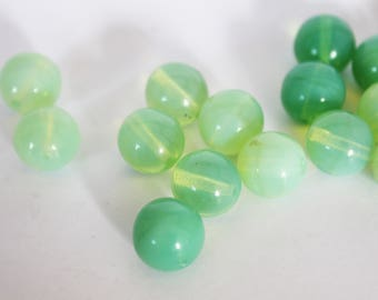 Green 10 mm round glass bead